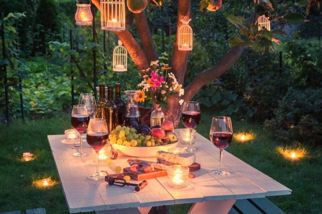 outside-dining-by-candlelight