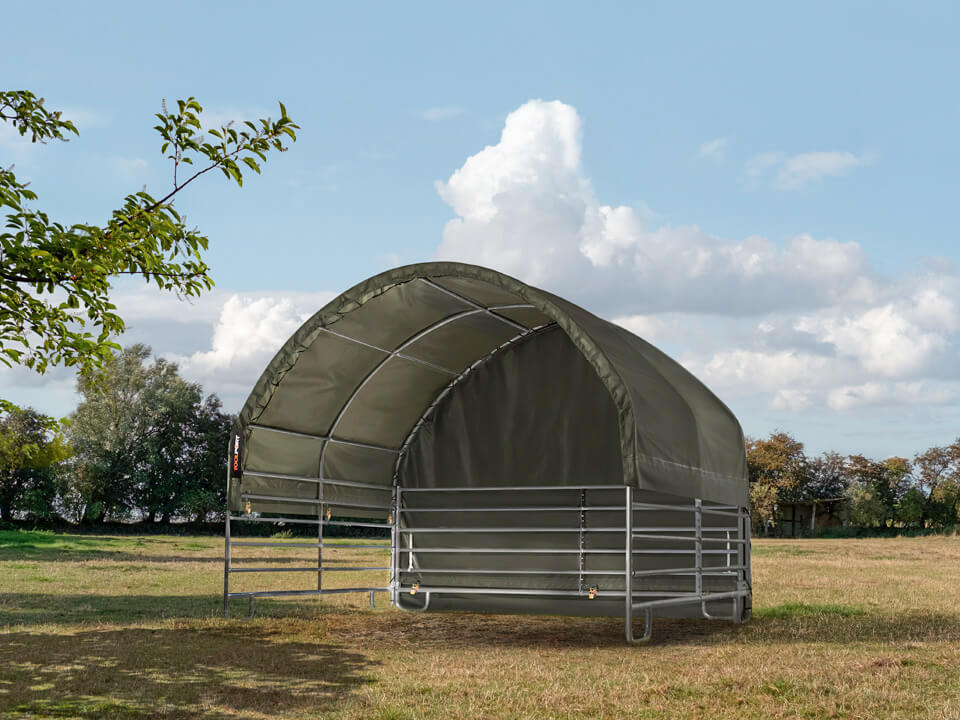 The professional field shelter for animals in 4x4 size